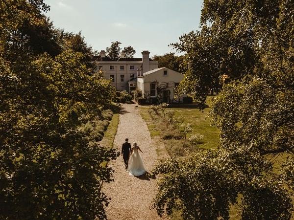 Image 2: Morden Hall Wedding Show